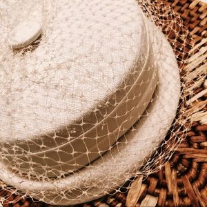 1950's {VINTAGE} white hat with veil: Union Made :